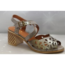 Дамски сандали - цвят таупе  с ток